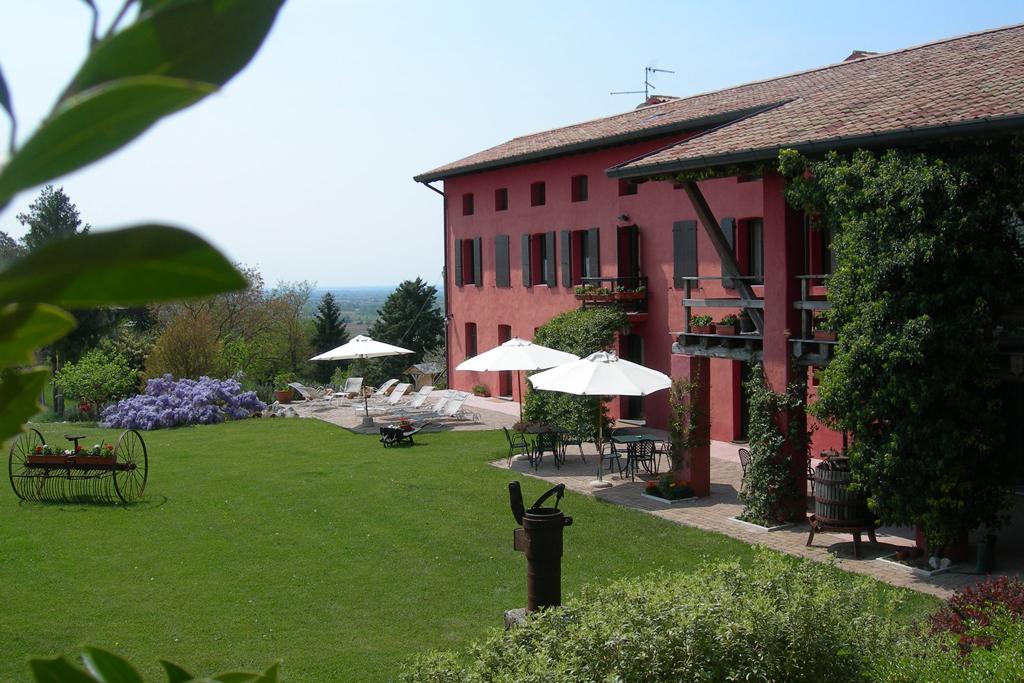 Slide Dinner-show at Casa Rossa Ai Colli